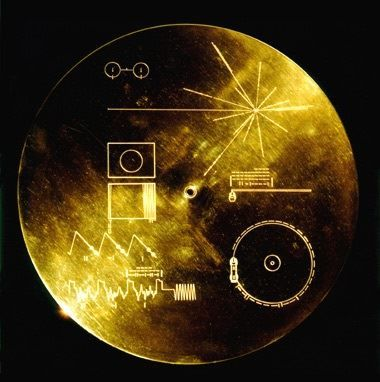 Photo of the Voyager golden disk.
